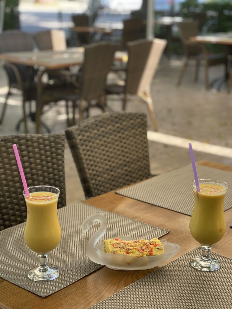 Mango Lassi und Mango-Tiramisu im Shalimar